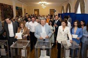 Порошенко із сім'єю проголосували на виборах