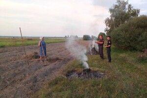 На Камінь-Каширщині роз'яснюють, як небезпечно спалювати пожнивні рештки