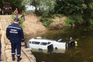 На Чернігівщині «Нива» з'їхала в річку з понтонного мосту – водій загинув
