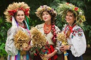 Дівчата, приходьте на конкурс віночків на свято по-баївськи