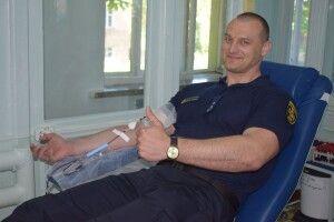Рівненські рятувальники пожертвували онкохворим дітям півтора відра власної крові (фото)