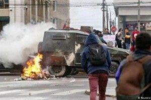 Чилійці змусили свого Президента скасувати здорожчання квитків на метро
