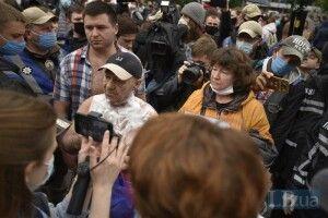Чоловік намагався спалити себе на мітингу біля Верховної Ради (Фото)