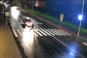 У Володимирі водій лекговика збив велосипедиста на переході (Відео)