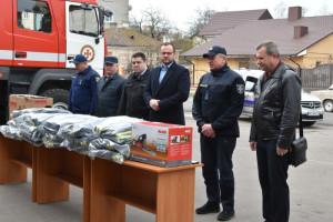 Луцьким рятувальникам передали 15 комплектів спеціальних костюмів