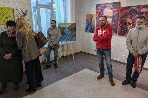 У Луцькій художній школі – виставка робіт випускників до 60-ліття закладу (Фото)