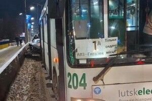 Водій «Мерседеса» був п'яний: деталі аварії за участю тролейбуса у Луцьку