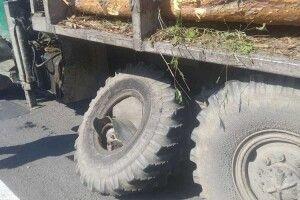 Колесо, яке відлетіло з лісовоза, миттєво відтяло руку пішоходу...