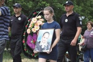 Мама убивці 11-річної Даринки: «Ми відмовляємося від нього. Нехай отримає по заслузі»