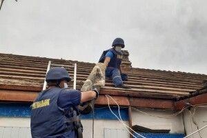 Рівненські рятувальники полагодили на Донеччині 56 дахів житлових будинків