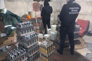 У Луцьку в підпільному цеху вилучили 500 пляшок контрафактного алкоголю