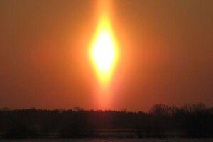 Люди хрестилися: над волинським селищем у небі помітили дивне сяйво