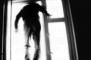 Через кредити лучанин вистрибнув із вікна