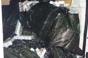 Прикордонники не повірили, що мікробус з Білорусі їде порожнім: знайшли майже 18 тис. пачок сигарет