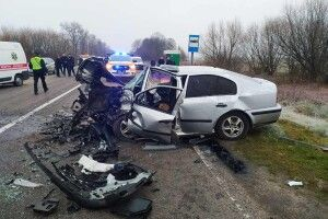 Смертельна ДТП на трасі Ковель-Доманово: постраждалого з авто деблоковували рятувальники (Фото)