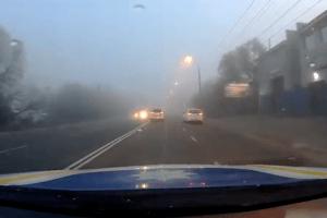 Волинські патрульні попередили водіїв про туман на дорозі (Відео)