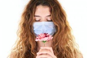Учені з'ясували чому через коронавірус люди втрачали нюх і смак