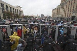 Лише у Москві сьогодні 50 тисяч росіян вийшли на вулиці, аби показати дулю Путіну