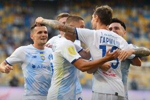 Київське «Динамо» впевнено розпочало захист чемпіонського титулу, розібравши на запчастини рівненський «Верес»
