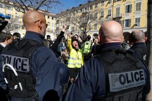 Поліція Парижа затримала понад 30 учасників чергової протестної акції «жовтих жилетів»