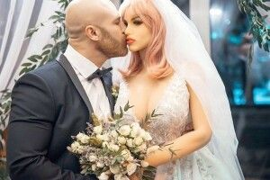 Одружився із… секс-лялькою