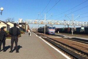 «Я з ними битися теж не можу»: у Луцьку двоє пасажирів без COVID-сертифікатів відмовилися вийти з вагона