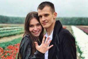 Шачанин заманив дівчину на тюльпанове поле і освідчився їй у коханні (фото)