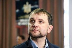 «Не стріляють у відповідь ті, кого поставили до стінки», – В'ятрович