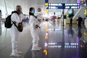 Не лише з рота та носа, а й з ануса: Китай урізноманітнює способи тестування авіапасажирів на COVID-19