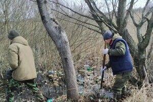 На Любешівщині активісти виловлювали сміття з води