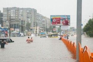 У Луцьку дослідять, чому періодично підтоплює деякі частини міста