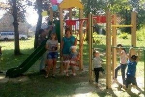 У трьох селах Сереховичівської громади встановили дитячі майданчики