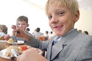 Харчування учнів по-новому: чому паелья – плюс, асосиски– мінус