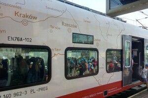 На польському поїзді зобразили карту країни, де Луцьк, Львів і Рівне – їхні