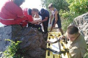 На Дністрі хлопчина впав з кладки і проштрикнув арматурою черевну порожнину (фото)