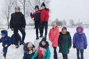 У селі Залізниця на Волині ліцеїсти влаштували приголомшливу феєрію зимових розваг (Фото)