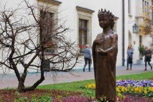 У Польщі відкрили пам'ятник королеві Анні Київській