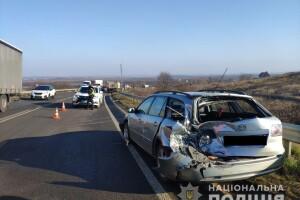 На Рівненщині на одній ділянці дороги сталися дві ДТП: постраждала дитина (Фото)