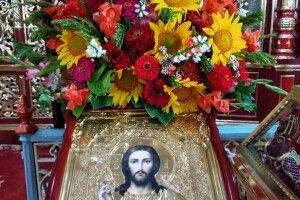85-річна волинянка після операції насерці вирощує  для церкви квіти