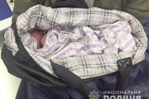 Жінка, яка народила дівчинку на зупинці в Полтаві, відмовилася від дитини...