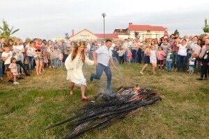 Горохівський міський голова Віктор Годик перестрибнув через вогнище (Фоторепортаж)