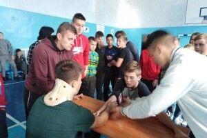 Школярі змагалися у козацьких спортивних естафетах