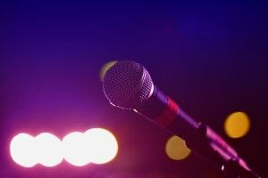 Через кохання довідомої співачки їїмайбутній чоловік нестав священником (Фото, відео)