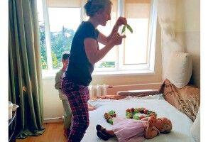 Однорічна Катруся уже  12 місяців як фотомодель