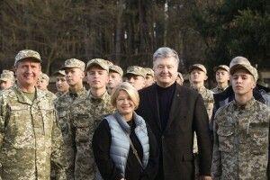 Поїздку на Схід Порошенко розпочав із зустрічі із вихованцями Військового ліцею