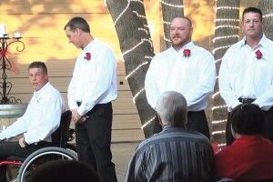 На весіллі наречений раптом встав з інвалідного візка  і рушив назустріч коханій