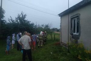 На Рівненщині блискавка підпалила стіну будинку
