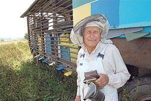 «Бджоли тримали мене на світі»: помер найстарший пасічник Волині