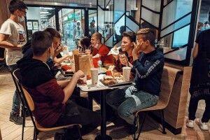 «МакДональдс» в Луцьку, дружба з гадюкою та мари в зоопарку. Наша ранкова добірка