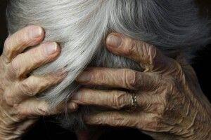 Жінка жорстоко познущалася з матері і кинула її вмирати